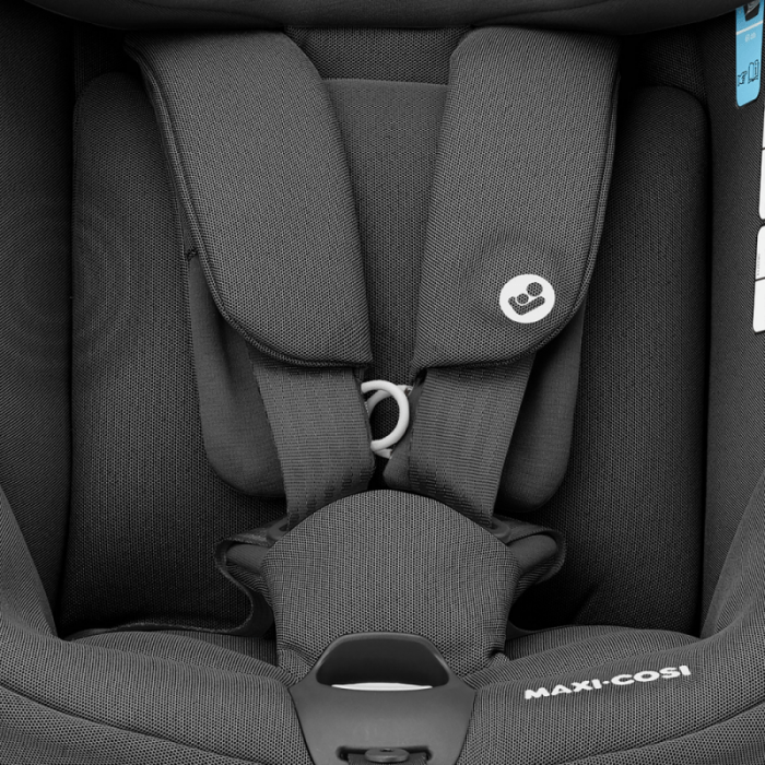 maxi-cosi-axissfix-car-seat-authentic-black-close-up
